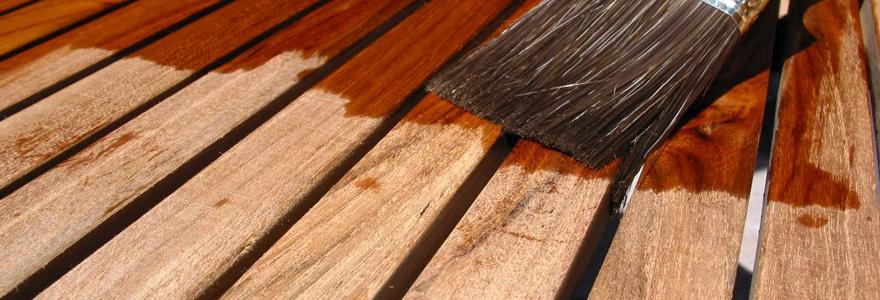 peinture pour colorer le bois